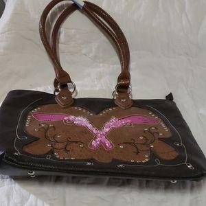 Trendtastic shoulder bag with bling